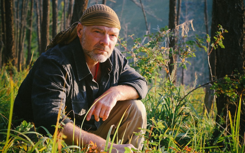 survivorman_les_stroud_on_anchored_outdoors
