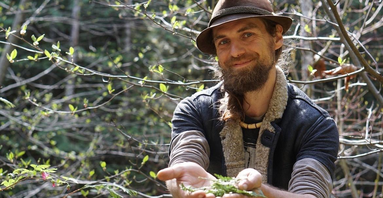 yarrow_willard_foraging_anchored_outdoors
